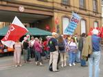 Die UnterstützerInnen aus Mannheim undHeidelberg waren erstaunt dass auch am späten Abend noch so viele Streikende vor den Toren waren.